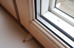 Antennkabel, platt för fönstergenomförning