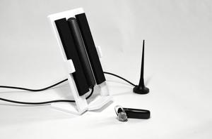 Cell phone holder with integrated antenna - White